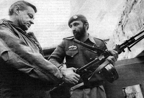 """На истом """"задатку""""… некадашњи саветник за националну безбедност америчког председника Џимија Картера Збигњев Бжежински и Осама Бин Ладен, Пакистан, 1980. година"""
